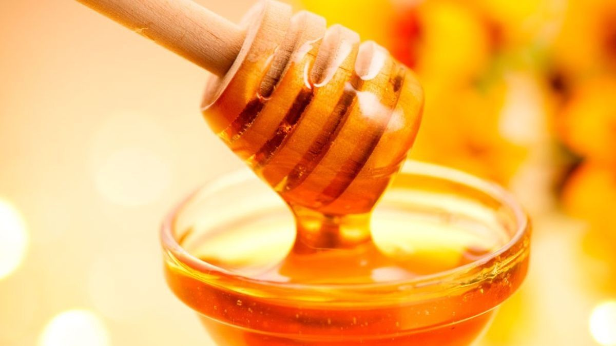 Reasons to apply honey to your face