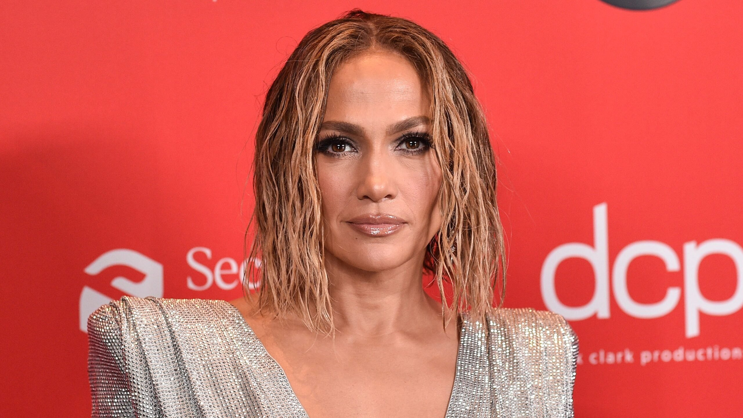 JLo and Netflix sign an agreement to create content