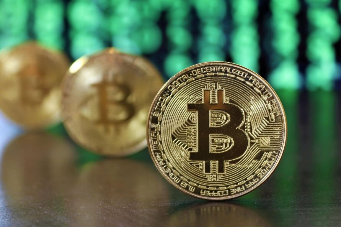 Bitcoin continues with its profit-taking despite a new record of millionaires